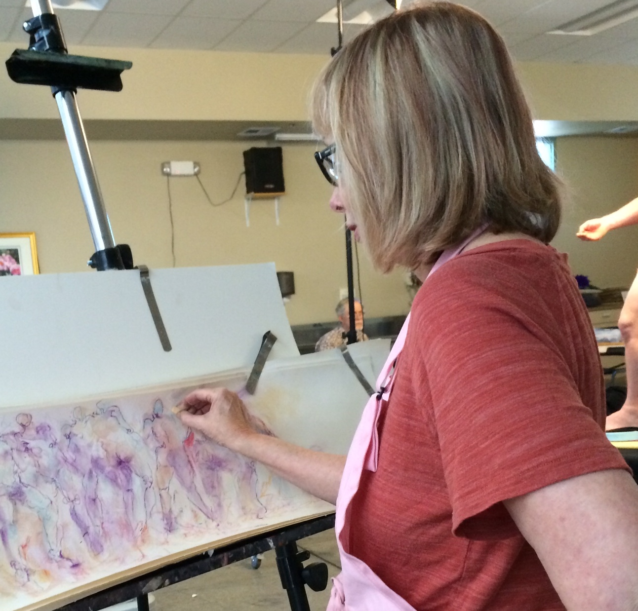 Image of artist Benjye Troob in action at her easel